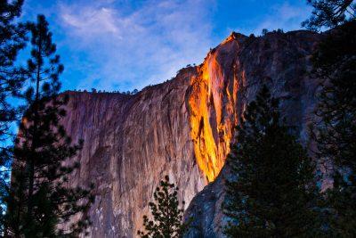 Калифорнийский водопад превратился в огненный поток