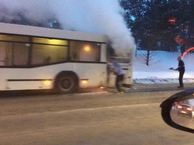 В Кемерове на ходу задымился автобус с пассажирами