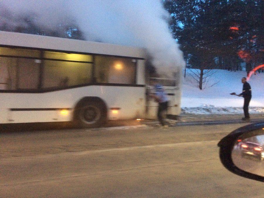 ВКемерове находу задымился автобус №127 спассажирами