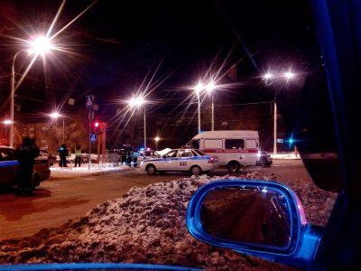 В Кемерове на перекрёстке автомобиль Infimiti протаранил машину ДПС