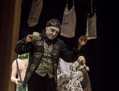 Премьеры и хиты: чего ждать от кемеровского драмтеатра в праздничные выходные
