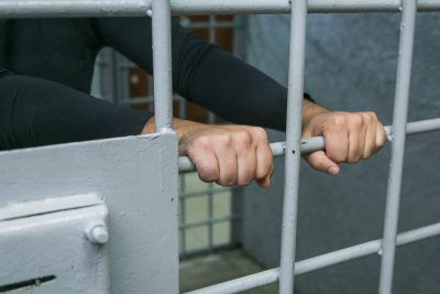 Двух кемеровчан задержали по подозрению в краже более 1,5 млн рублей из банкомата