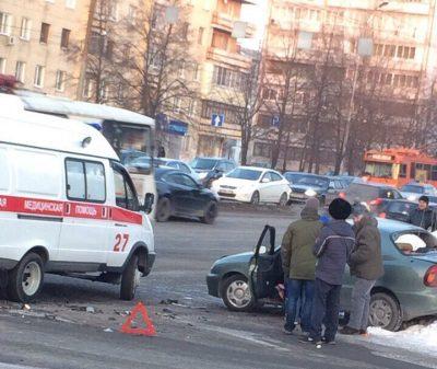 В ГИБДД прокомментировали столкновение двух авто на проспекте Ленина в Кемерове