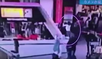 В Сети опубликовали видео нападения на брата Ким Чен Ына