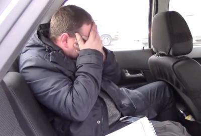 В Кузбассе пьяный водитель расплакался в машине ДПС после аварии