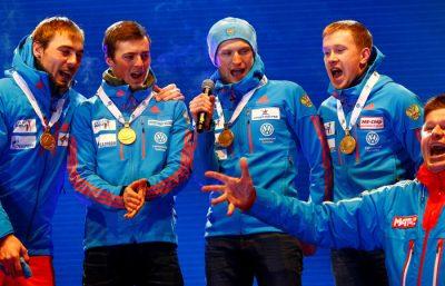 Российским спортсменам пришлось самим спеть гимн страны на награждении ЧМ по биатлону