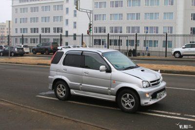 Видео: во Владивостоке женщина за рулём Toyota въехала в толпу людей