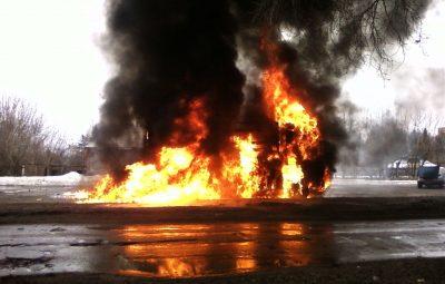 Ночью в Кемерове неизвестные спалили пять грузовиков