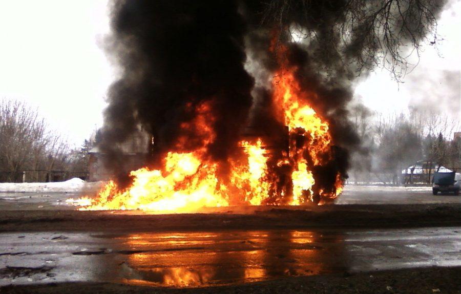 5 фургонов сожгли ночью вКемерово