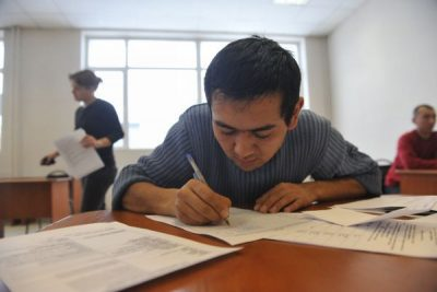 В Новокузнецке фирма выдавала иностранцам «липовые» сертификаты