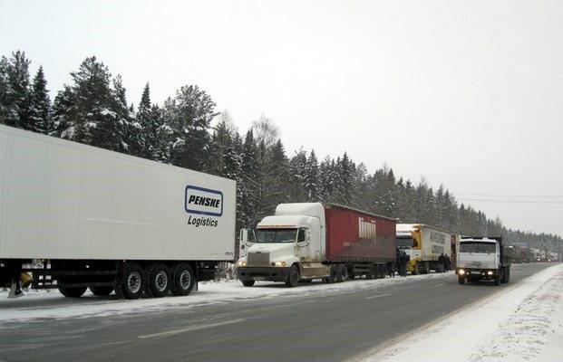 ВНовокузнецке ввели ограничение надвижение большегрузов подорогам