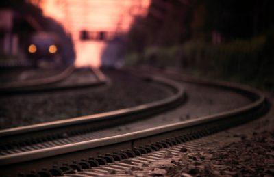 В Кузбассе грузовой поезд насмерть сбил 17-летнюю девушку