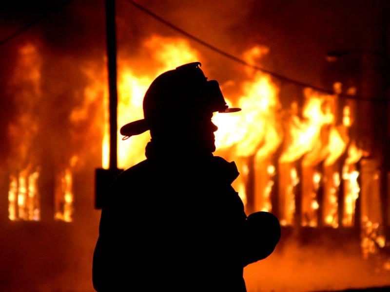 Кузбасские пожарные изогня идыма спасли семь человек
