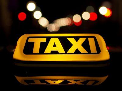 В Петербурге таксист заставил иностранца заплатить 16 тысяч рублей за 20 минут пути