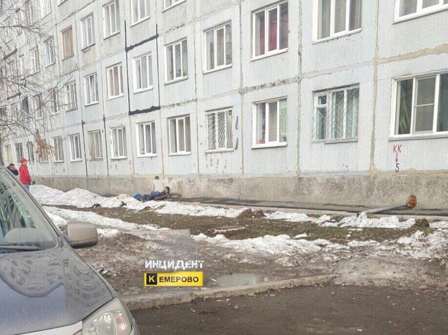 Кемеровчанин упал свосьмого этажа общежития наЛенина