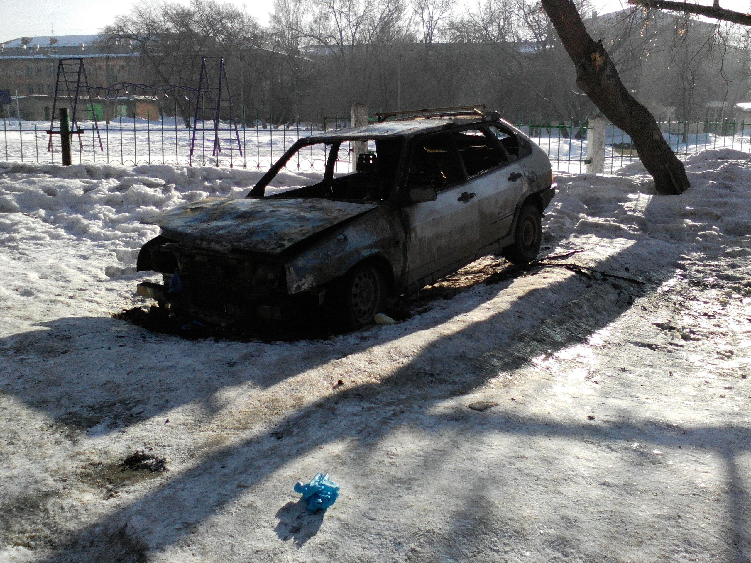 Ночью в Кемерове в автомобиле сгорел мужчина
