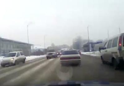 Погоня по кемеровским улицам за водителем без прав попала на видео
