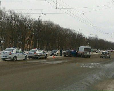 В Кемерове на Ленина столкнулись Priora и автомобиль скорой помощи, есть пострадавший
