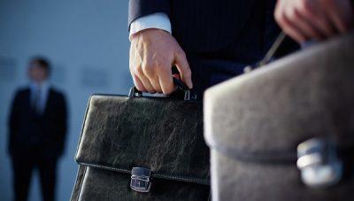 Минтруд планирует начать контролировать свободное время чиновников