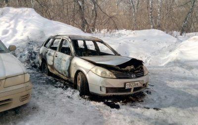 В Кировском районе Кемерова утром сгорела иномарка