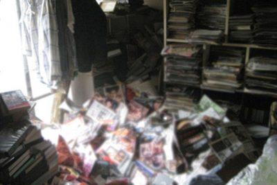 Одинокого японца задавило шестью тоннами порножурналов