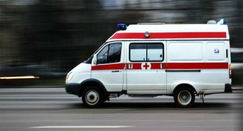 ВАнгарске автомобиль сбил 2-х девушек, перебегающих дорогу накрасный цвет