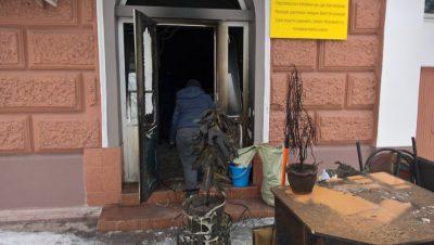 Ночью в центре Кемерова подожгли офис юридической компании