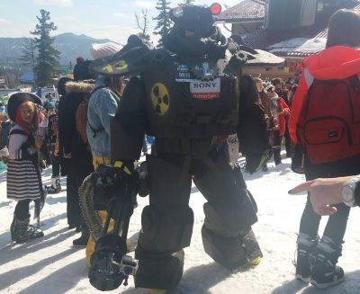Самым лучшим карнавальным костюмом в Шерегеше стала силовая броня из Fallout