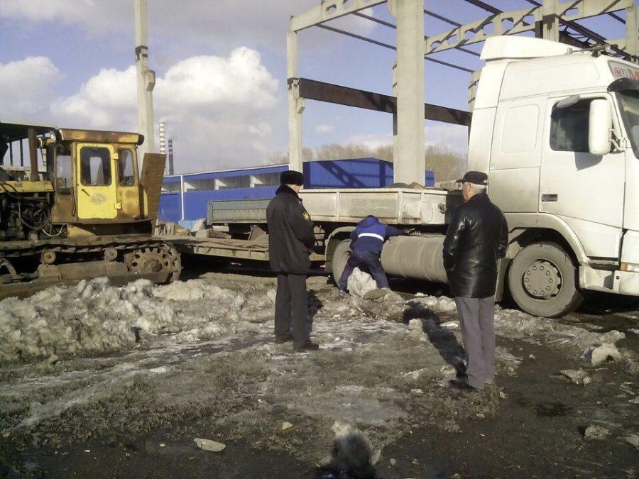 Кузбасское предприятие оплатит долг перед сотрудниками дорогим полуприцепом
