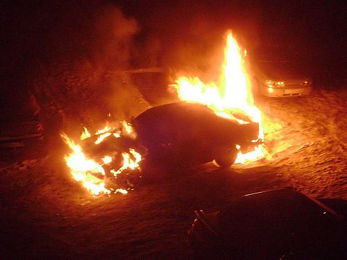 Автомобиль ВАЗ-2111 подожгли неизвестные ночью вКузбассе