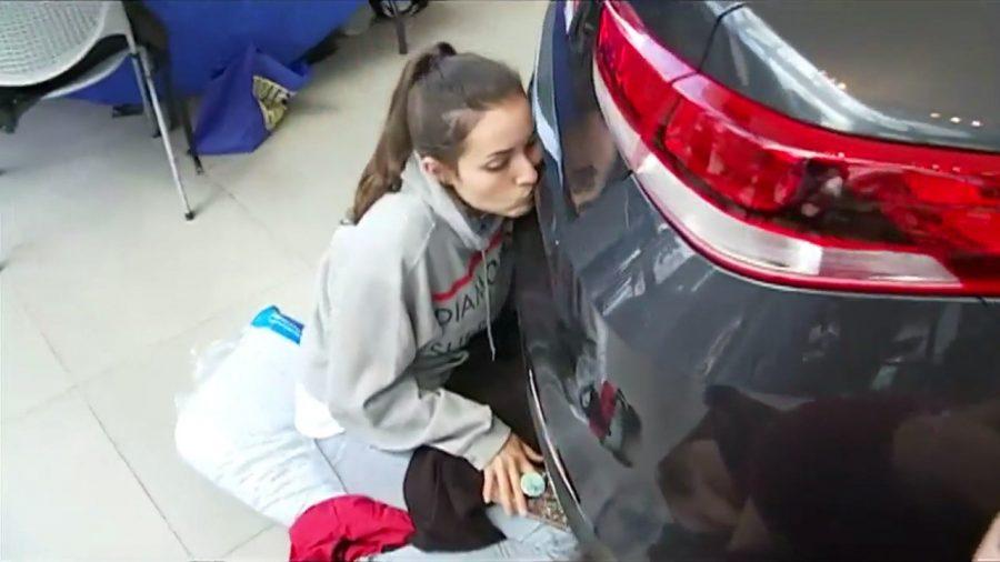 Жительница США 50 часов целовала автомобиль, чтобы выиграть Kia