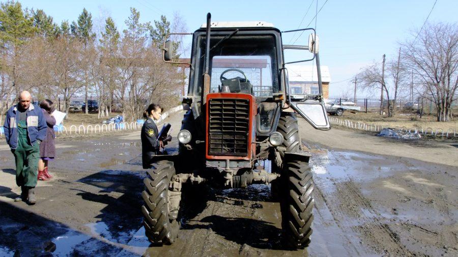 ВКемеровской области усовхоза арестовали технику задолги