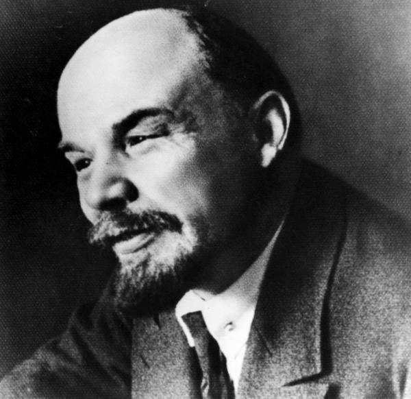 Неменее половины граждан России, 58% считают, что тело Ленина нужно захоронить