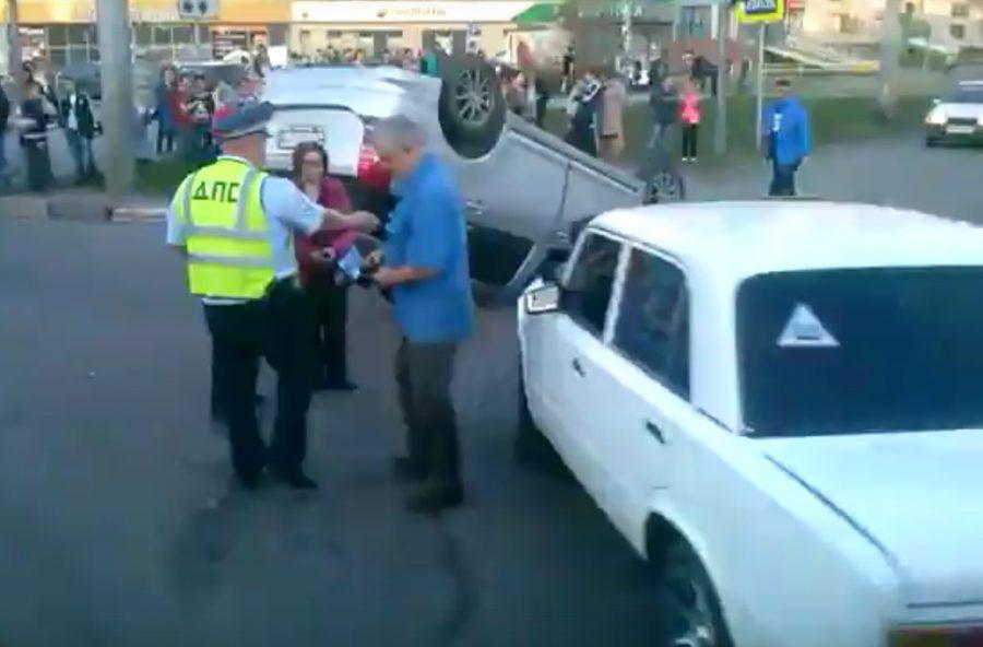 В Сети появилось видео последствий столкновения «копейки» и Toyota в Новокузнецке