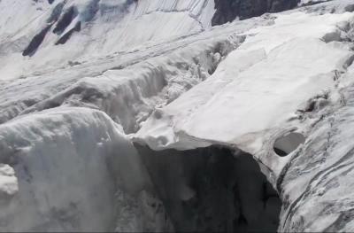 Спасатели прекратили поиски кузбассовца, провалившегося в расщелину в горах Алтая