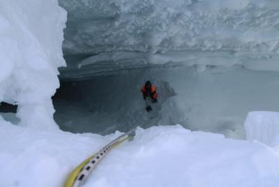 Спасатели вновь прекратили поиски кузбассовца, упавшего в расщелину в горах Алтая
