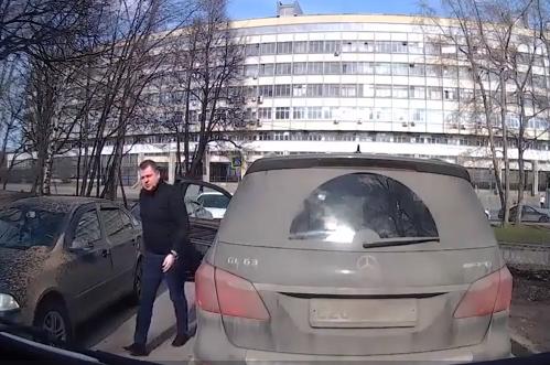 В российской столице СКвозбудил дело наводителя, непропустившего детскую «скорую»