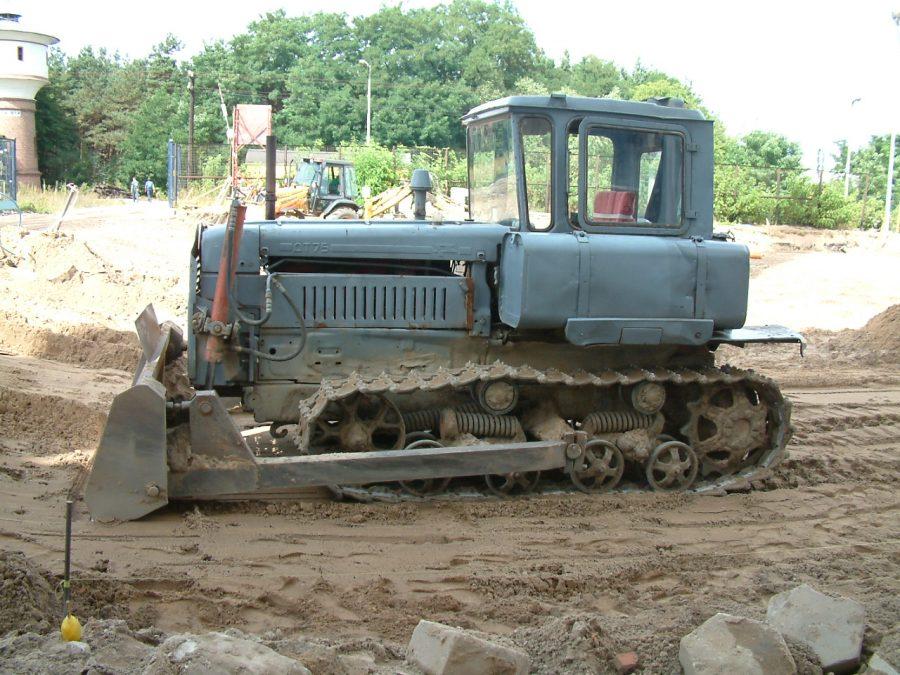 Рабочий погиб под колёсами гусеничного трактора на мусорном полигоне в Кемерове