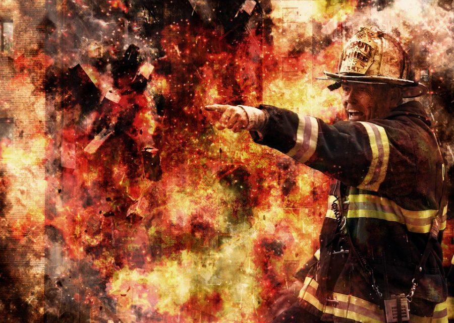 Ночью в Кемерове сотрудники МЧС спасли женщину из горящей квартиры