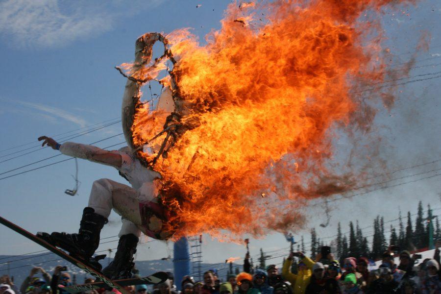 Лыжник-ангел поджег себя нафестивале