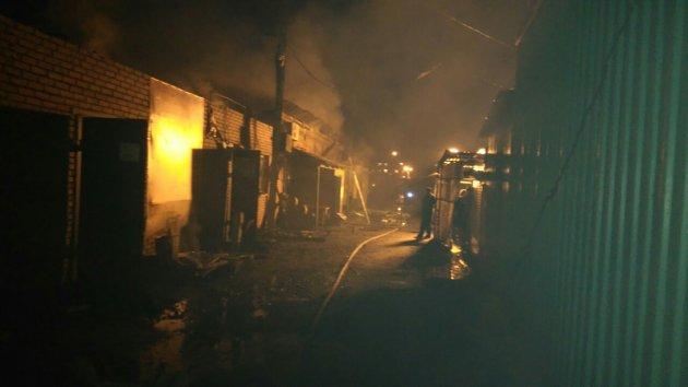 В центре Прокопьевска открытым пламенем горел рынок
