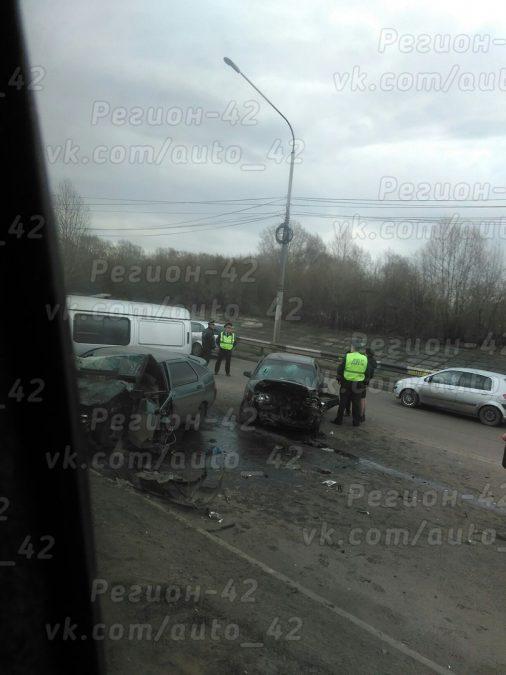 Видео: в Новокузнецке произошло массовое ДТП, есть пострадавшие