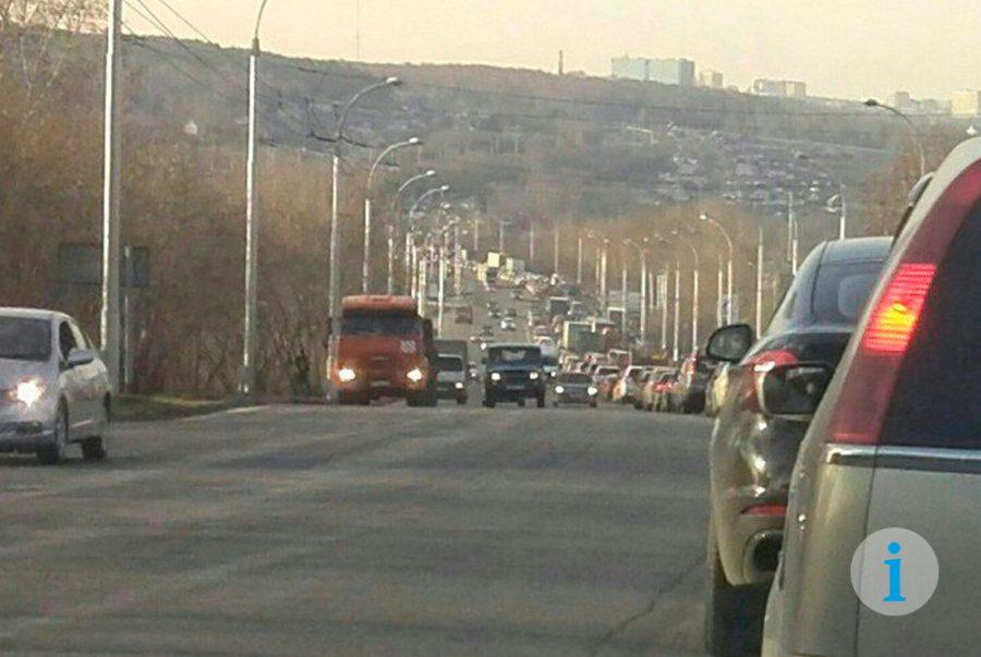 В Кемерове из-за дорожных работ образовалась пробка более 3 км