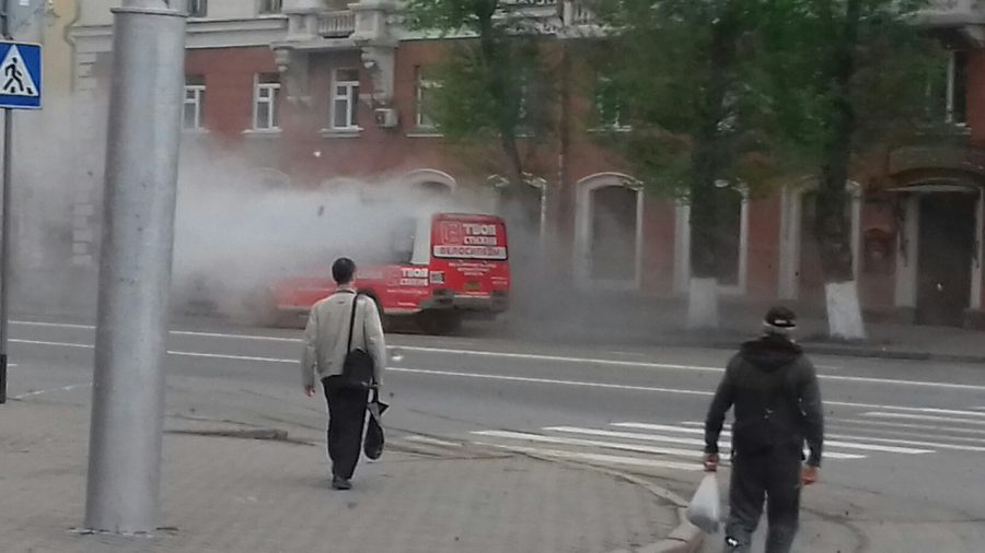 В Сети опубликовали фото горящей маршрутки в центре Кемерова