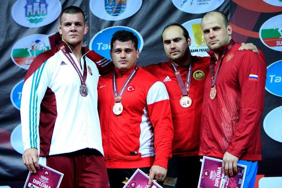 Борец Семенов завоевал бронзу чемпионата Европы вкатегории до59кг