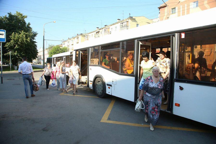 В Новокузнецке пенсионерка получила травмы, упав в автобусе