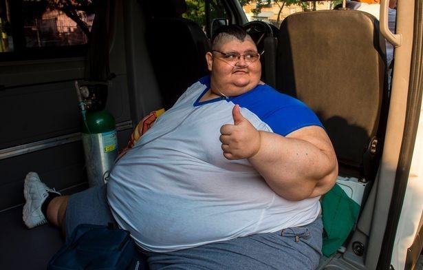 Самый толстый насвете мужчина готовится коперации