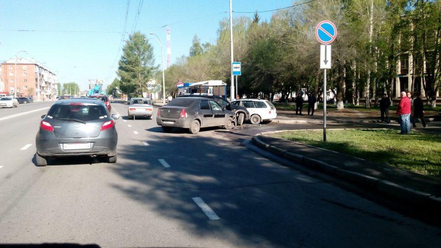 Кемеровчанка пострадала в тройном ДТП на Красноармейской