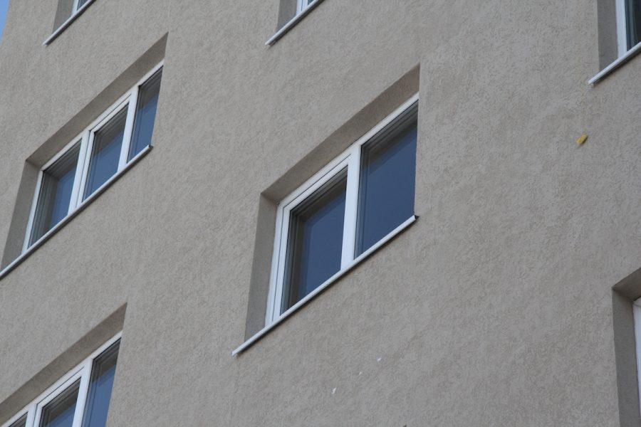 ВКемерове полуторагодовалая девочка выпала изокна 3 этажа