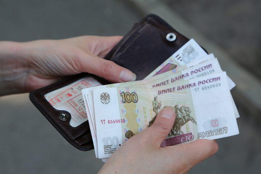ВОмске считаются бедными люди сзарплатами ниже 17 тыс.